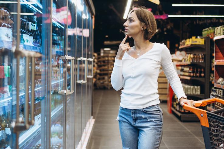 el merchandising mujer de compras